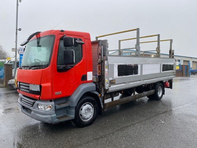 2010 daf lf 55 210 15 ton 22ft dropside flat with 2x tail lifts